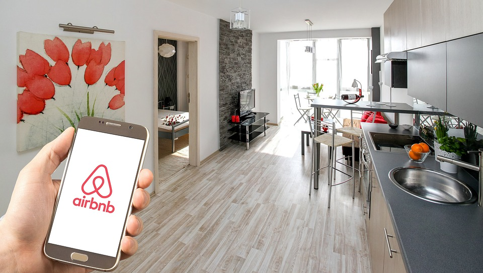 Panel Rules Against Airbnb Hosts Fighting Chicago Ordinance